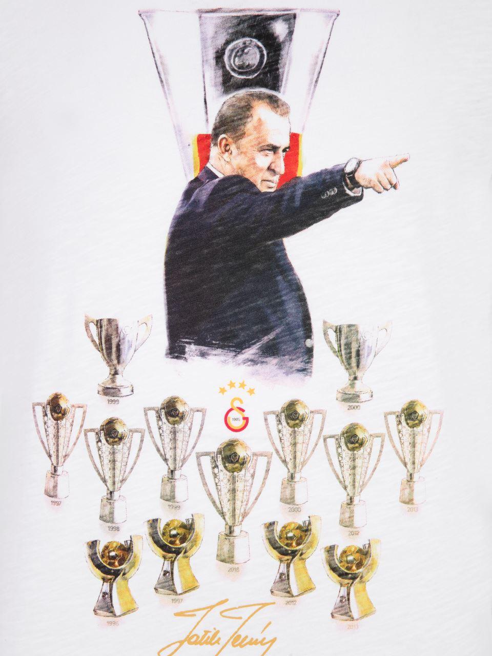 E90197 Fatih Terim Ve Kupalar T-shirt